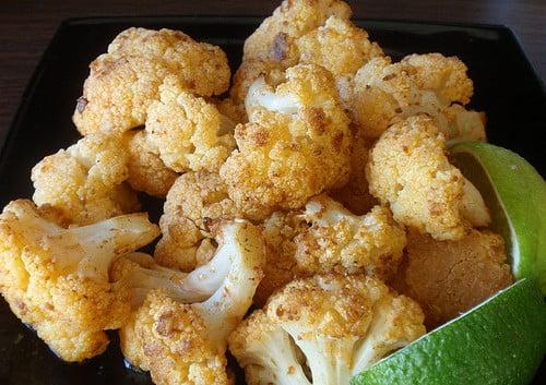 Печен карфиол с кедрови ядки, мед и салвия