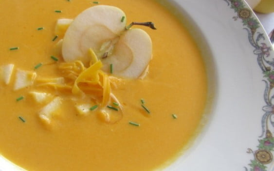 Супа с леща, тиква и мака