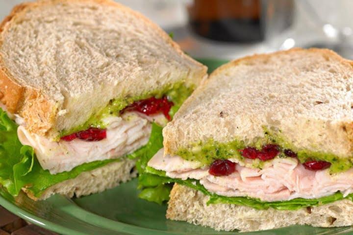 Сандвичи с песто и кедрови ядки